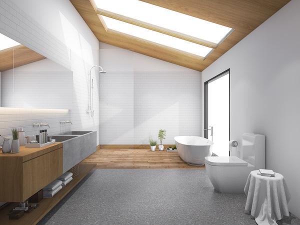 Modernes Tageslicht-Badezimmer mit Holzdeckenverkleidung und Dachfenstern