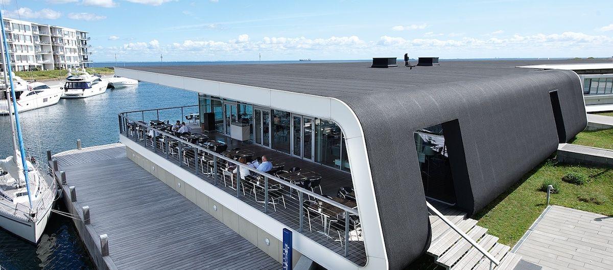 Futuristisches Gebäude mit Flachdach; Referenz Icopal