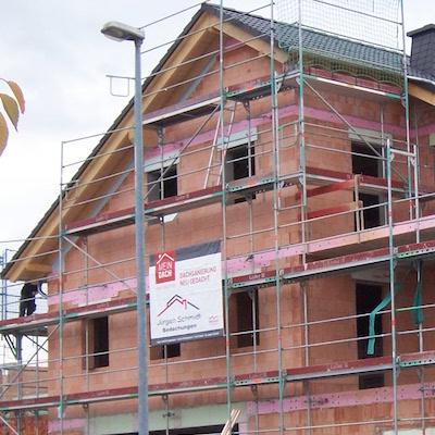 Neubau mit gedecktem Dach