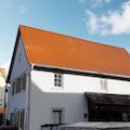 Neu gedecktes Dach mit roten Dachziegel/Dachsteinen